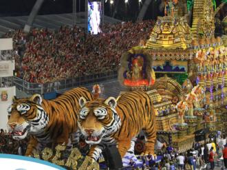 São Paulo recebe turistas para o Carnaval
